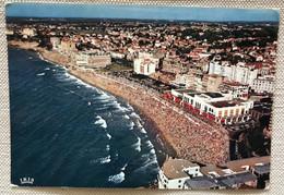 64 Biarritz 1967 La Grande Plage L Ete Baigneurs Casino Hotels - Biarritz