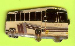 Pin's Autobus Car Bus MCI - 5BB14 - Transportation