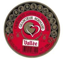 ETIQUETTE De FROMAGE..CAMEMBERT Fabriqué En NORMANDIE..Grancoeur Normand...VALLEE S.A. à CLECY ( Calvados 14) - Cheese