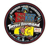 ETIQUETTE De FROMAGE..CAMEMBERT Fabriqué En NORMANDIE..Terroir Normand..Sté Laitière H. VALLEE Et Fils à CLECY ( 14-AB) - Cheese
