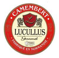 ETIQUETTE De FROMAGE..CAMEMBERT Fabriqué En NORMANDIE..Lucullus Gourmet...UCL à ISIGNY Sur MER (14) - Cheese