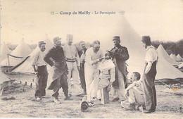 CASERNES Camp - 10 - CAMP De MAILLY : Le Perruquier ( Bonne Animation ) - CPA - Aube - Kazerne