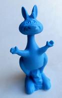 TRES RARE FIGURINE PIERRAFEU 18 - FLINTSTONE RUBBER - GOMMES 1970's Monochrome Bleu - Altri