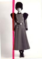 Foto Persfoto Photo - Mode Horse Guards By Balmain - 1981 - Non Classificati