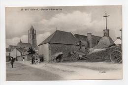 - CPA BATZ (44) - Place De La Croix-de-Paix (avec Personnages) - Edition Chapeau N° 29 - - Batz-sur-Mer (Bourg De B.)