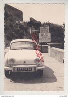 Au Plus Rapide Transport Voiture Ancienne Dauphine Renault à Gibraltar Années 50 - Automobili