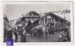 Megève 74 Haute-Savoie Photo 11x6,5cm Tourisme 1935 Ski Restaurant Isba Bus Autocar Train Bleu Téléphérique Moto A59-70 - Places