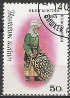 KYRGYZSTAN - Femme Avec Tapis - Costumes Nationaux - Costumi