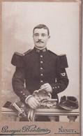 Photo Sur Carton  D'un Militaire Avec Sabre Et  Le N° 79 Sur Le Col - Altri