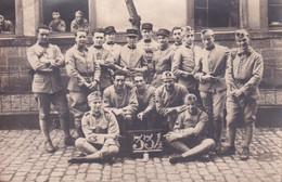 Groupe De Militaires Avec Le N° 52  Sur Le Col Carte Photo - Altri