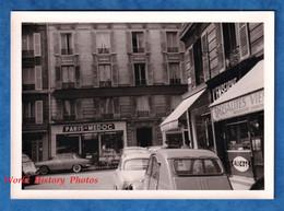 Photo Ancienne Snapshot - PARIS - Rue / Quartier à Situer - Magasin PARIS MEDOC - Automobile Citroen 2CV & Autre Auto - Automobili