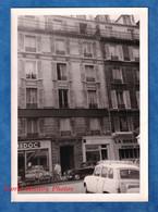 Photo Ancienne Snapshot - PARIS - Rue / Quartier à Situer - Magasin PARIS MEDOC - ANNIE Chaussures - Automobile - Automobili