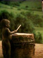 BAMBINO AFRICA SUONA TAMBURO MISSIONARI PARMA   N1985 IH10999 - Taferelen En Landschappen