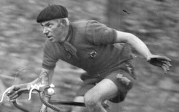 Photographie Anonyme Vintage Snapshot Sport Vélo Cyclisme Bicyclette Bicycle - Sport