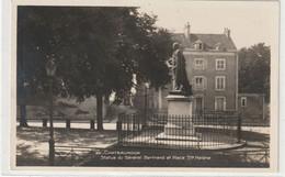 DEPT 36 : édit. Parmentier N° 33 : Châteauroux Statue De Général Bertrand Et Place Sainte Hélène - Chateauroux