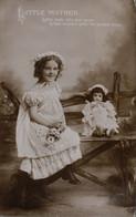 FANTAISIE - LITTLE MOTHER Little Dolly Lifts Her Nose - Taferelen En Landschappen