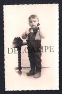 REAL PHOTO POSTCARD PORTUGAL LISBOA - CRIANÇA AO TELEFONE CHILDREN WITH TELEPHONE - 1950'S - Lisboa