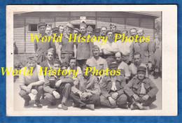 CPA Photo - STALAG à Situer - Beau Portrait De Prisonnier , Voir Insigne Sur Zoom - Char ? RCC ? WW2 Uniforme Soldat - Guerra 1939-45