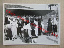 Yugoslavia / At The Fair - Šator Sa Liciderskim Kolačima, People, Costumes ... ( Photo Ritopečki Jovan ) - Yugoslavia