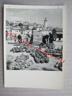 Yugoslavia ? - Flea Market, Fear - Sale Of Pottery, Earthen Jugs, Dishes ... ( Photo 12 X 8,9 Cm ) - Yugoslavia