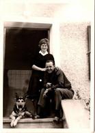Photo Originale Animaux Domestiques - Couple Posant Avec Son Chien Berger Allemand En 1962 - Non Classificati