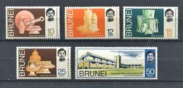 264 BRUNEI 1972 - Yvert 167/71 - Poterie Vannerie Argenterie - Neuf ** (MNH) Sans Trace De Charniere - Brunei (...-1984)