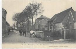 D 60. LA  BOISSIERE. LA RUE MADAME AN 1904. - Other Municipalities