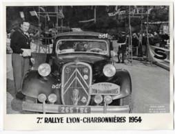 ANCIENNE GRANDE PHOTO GROS PLAN VOITURE CITROEN TRACTION, 7e RALLYE AUTOMOBILE LYON CHARBONNIERES 1954 ( JUNIOR A NICE ) - Photos
