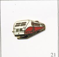 Pin's Transport - Train / Autorail Bugatti WR 1933 (4 Moteurs De La Bugatti Royale Type 41). Estampillé Tablo. T767-21 - Transportation
