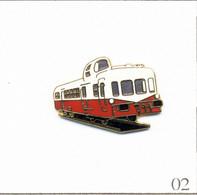 """Pin's Transport - Train / Autorail X 3800 """"Picasso"""" De 1950. Estampillé Tablo. EGF. T768-02 - Transportation"""