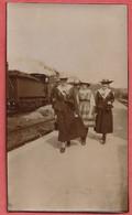 44    LA  BAULE    PHOTO   ANCIENNE  ALBUMINE  1903  LA  GARE    ( LE  RETOUR ) - Lugares
