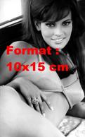 Reproduction D'une Photographie Ancienne D'un Portrait Rapproché De Raquel Welch En Bikini - Reproducciones