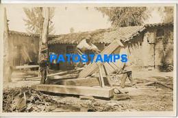 172711 BOLIVIA  COSTUMES MAN'S & BOY WORKING POSTAL POSTCARD - Bolivie