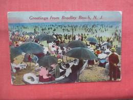 Beach Scene. Greetings From   Bradley Beach.   New Jersey >         Ref 5231 - Unclassified