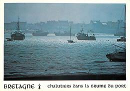 BRETAGNE - Chalutiers Dans La Brue Du Port -  - Bâteaux De Pêche - Fischerei