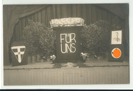 "Drittes Reich Foto-AK ""Für Uns"" Bühne Mit Flaggenschmuck Um 1935 - Political Parties & Elections"