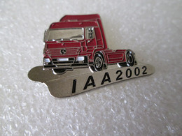 PIN'S    CAMION  TRUCK    MERCEDES BENZ    IAA  2002 - Transportation