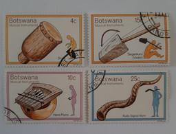 N° 299 à 302      Instruments De Musique Traditionnels  -  4 Valeurs  -  Oblitérés - Botswana (1966-...)