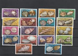 Saint Vincent & Grenadines - Yvert Série 34 à 51  ** - Coquillages - St.Vincent & Grenadines