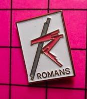1317 Pin's Pins / Beau Et Rare / THEME : VILLES / ROMANS On Va Pas En Faire Une Histoire !! - Cities