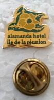 Pin's - Villes - ILE DE LA REUNION - ALAMANDA HOTEL - (CL. 2) - - Cities