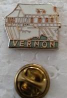 Pin's - Ville - VERNON (27) - Le Vieux Moulin En Colombages - (Cl 2) - - Cities
