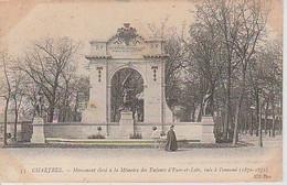 CHARTRES ( 28 )  MONUMENT   ÉLEVÉ  À   LA  MÉMOIRE  DES  ENFANTS  D' EURE ET  LOIR     - C P A   ( 21 / 10  /  229  )  ) - Monumenti Ai Caduti