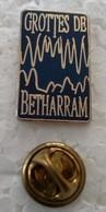 Pin's - Ville - GROTTES DE BETHARRAM (64) - (Cl 2) - - Cities