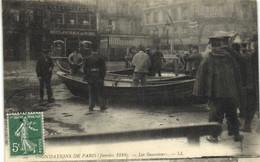 INONDATIONS DE PARIS (Janvier 1910 ) Les Sauveteurs Boulangerie De Rome RV - Überschwemmung 1910