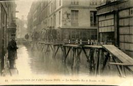 036 144 - France (75) Paris -Inondations De Paris - Les Passerelles Rue De Beaume - Überschwemmung 1910