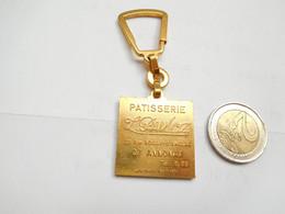 Beau Porte Clés , Patisserie L. Pamloz à Annonay , Pognes Et Cakes , Ardèche - Key-rings