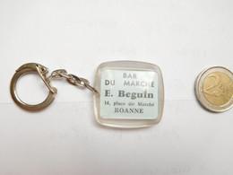 Beau Porte Clés , Bar Du Marché , E. Beguin , Roanne , Loire - Key-rings