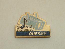Pin's SON ET LUMIERE DE QUESMY - Cities