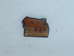 Pin's CHAUMIERE, SAINT NICOLAS DE BLIQUETUIT - Cities